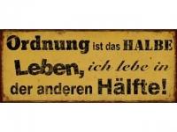 """Schild """"Ordnung ist das halbe Leben, i.."""
